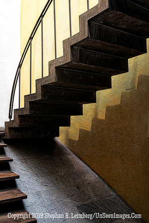 Staircase Quito Copyright 2020 Steve Leimberg UnSeenImages Com _DSC1187