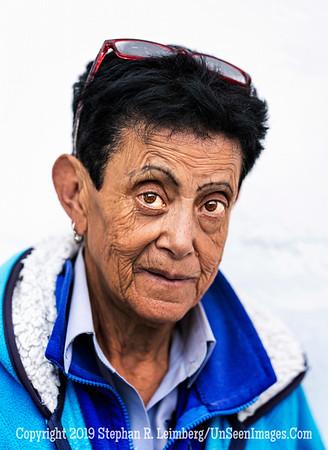 Woman in Quito Copyright 2020 Steve Leimberg UnSeenImages Com _DSC5272