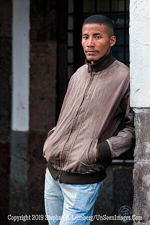 Man on Street in Quito Copyright 2020 Steve Leimberg UnSeenImages Com _DSC5388