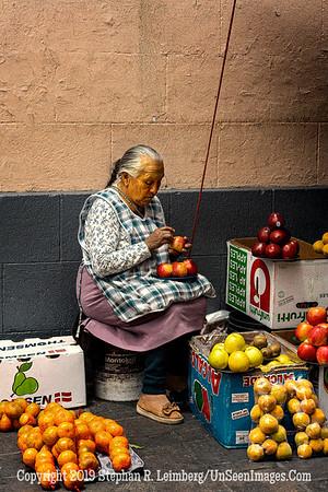 Apple Lady Quito Copyright 2020 Steve Leimberg UnSeenImages Com _DSC5113