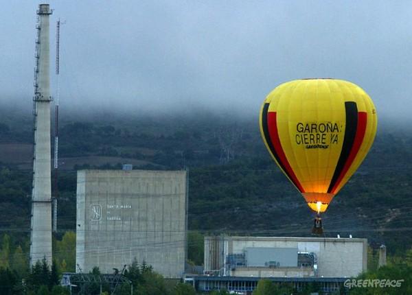 Sobrevolamos la central nuclear de Garoña (2003)