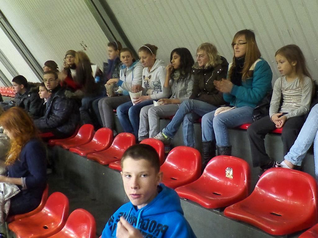 Wychowankowie Domu Dziecka na meczu piłkarskim