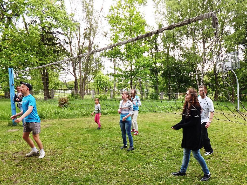Mecz siatkówki pomiędzy wychowankami