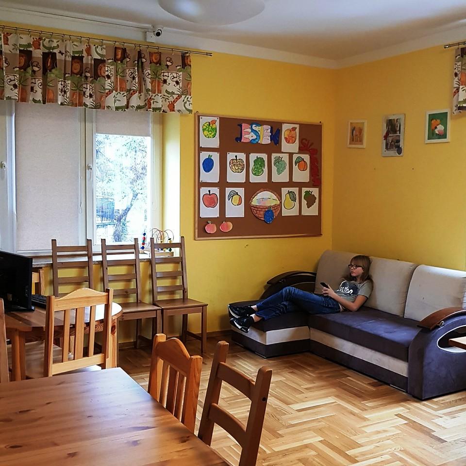 Pokój rekreacyjny z aneksem kuchennym