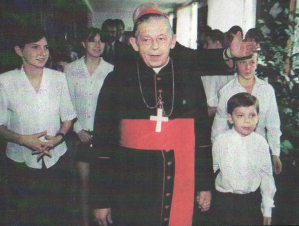 Wizyta Prymasa Józefa Glempa w Domu Dziecka nr 3