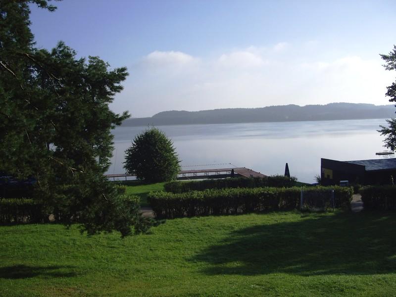 Widok na jezioro Pluszne ze wzgórza
