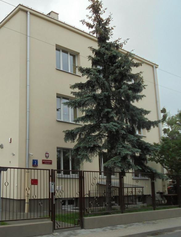 """Obecny budynek O.W.D. I R. """"Koło"""", widok od ul. Barcickiej 2 w Warszawie"""