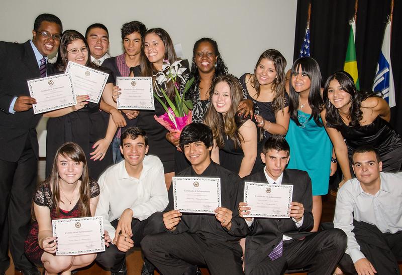 Grupo de formandos com diploma