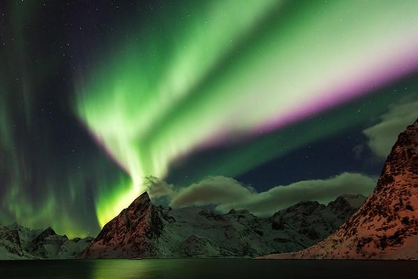 Nordlichtspektakel über dem Olstinden