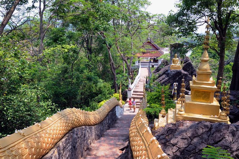 Aufgang am heiligen Tempelberg Phou Si