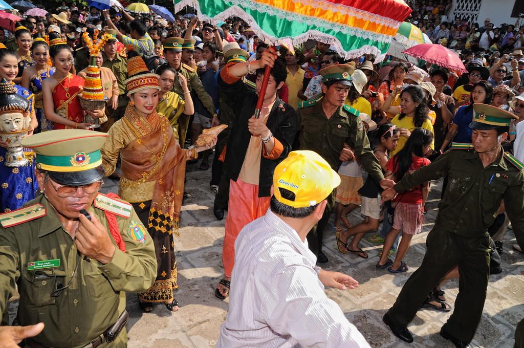 Der Höhepunkt des laotischen Neujahrsfests im April in Luang Prabang ist eine große Parade zwischen dem Wat May und dem Wat Xieng Thong (hier im Wat Xieng Thong)