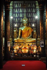 Buddha-Statue im Wat Sensoukharam