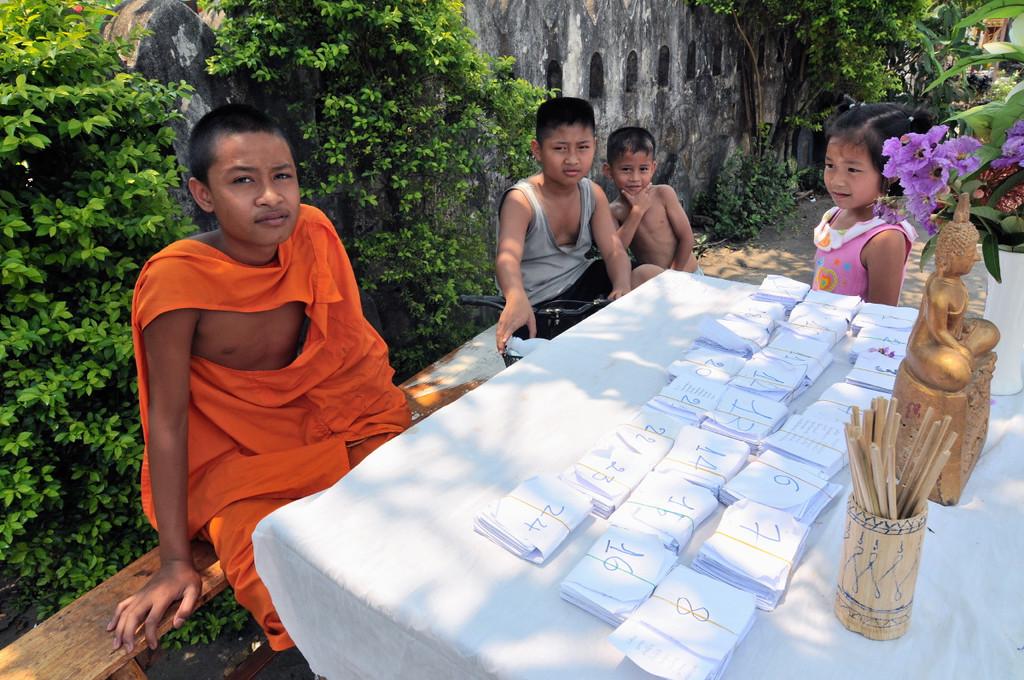 Junger Mönch während den Feierlichkeiten zum laotischen Neujahr im April