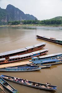 Blick von den Pak Ou-Höhlen, die  unzählige Buddha-Figuren beherbergen auf den Mekong