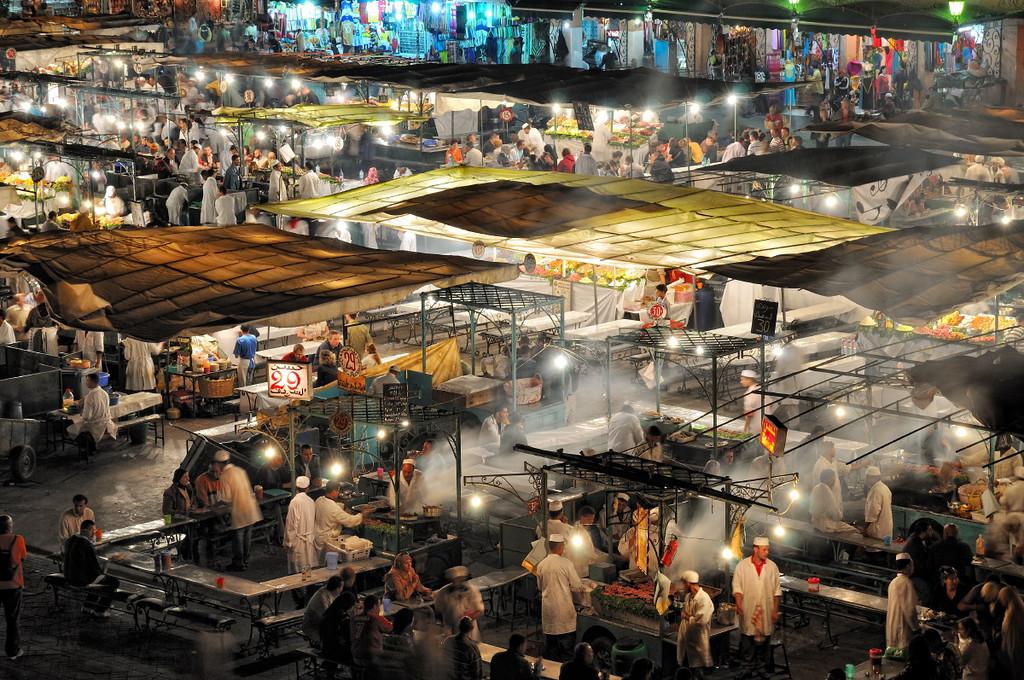 Am Abend ist Hochbetrieb bei den Garküchen auf dem Djema el Fna