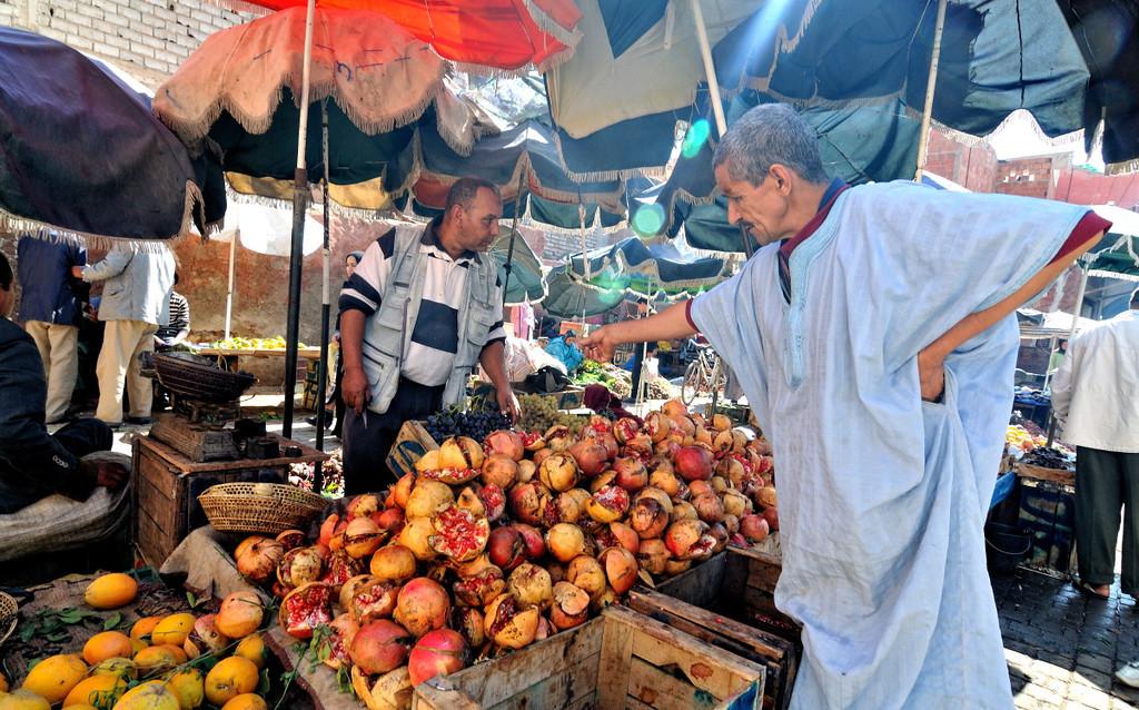 Marktszene in den Souks von Marrakesch