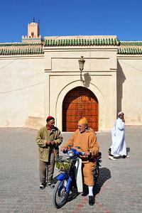 Unterhaltung nach Moschee-Besuch