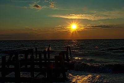 Soleil couchant sur la mer.