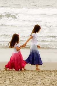 Jeunes filles sur la plage.