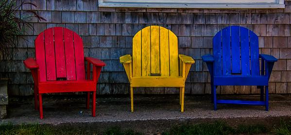 Chaises de bois.