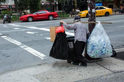 Femme dans les rues du Chinatown.