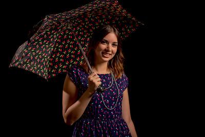 Jeune femme au parapluie.