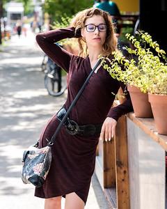 Jolie modèle dans la rue.