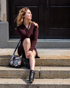 Jeune femme au soleil.