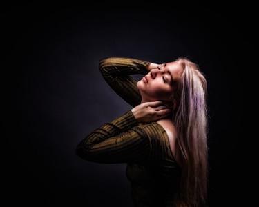 Blonde aux longs cheveux.
