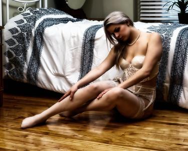 Jolie jeune femme en lingerie.