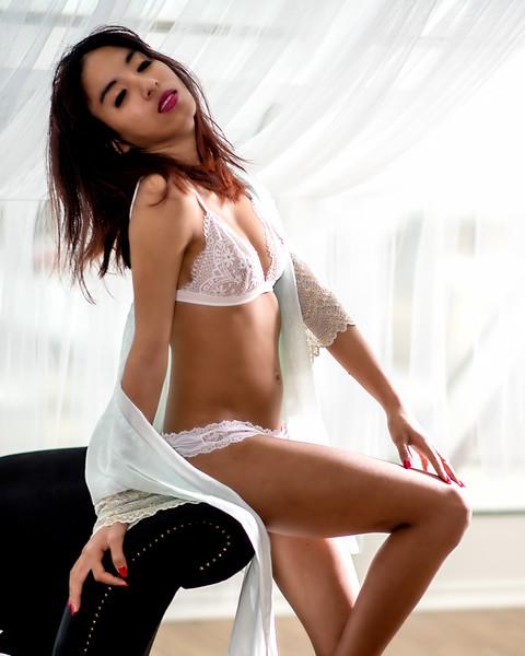 Jeune femme en lingerie fine.