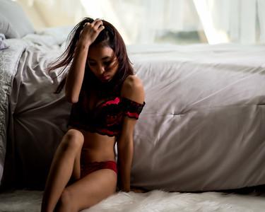 Jeune femme en lingerie.