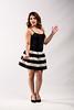 Modèle en jupe noir et blanc.