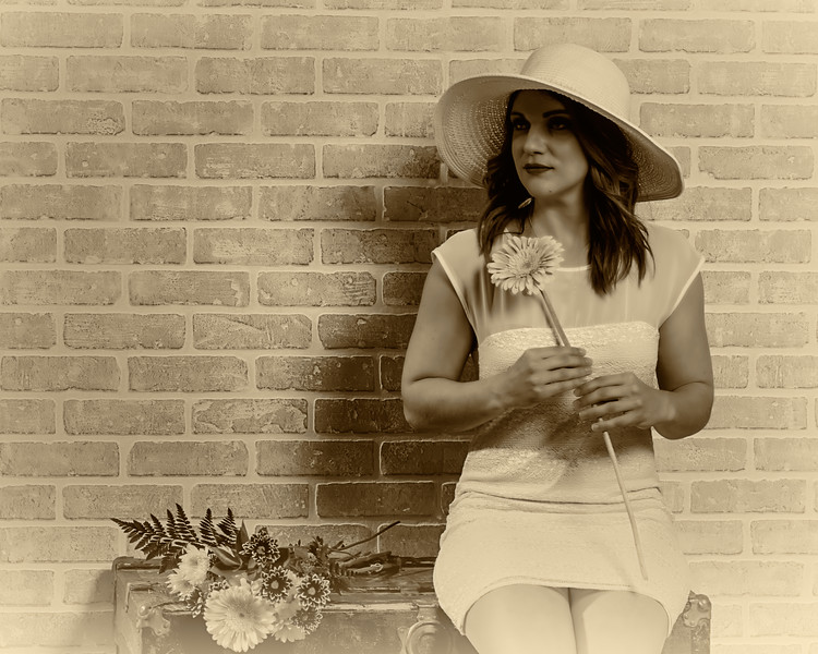 Jolie femme à la fleur.