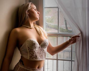 Modèle à la fenêtre.