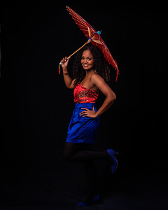 Jeune femme avec ombrelle.