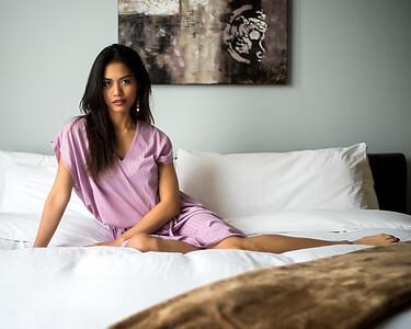 Belle femme au lit.