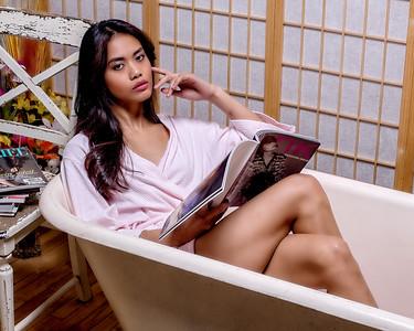 Jolie asiatique au bain.