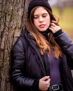 Jeune femme avec tuque.