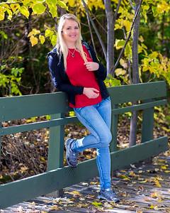 Jolie blonde en automne.