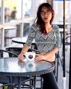 Asiatique sur une terrasse.