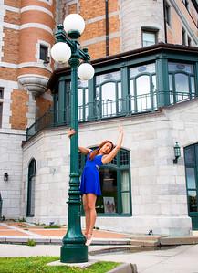 Ballerine devant le Château Frontenac.