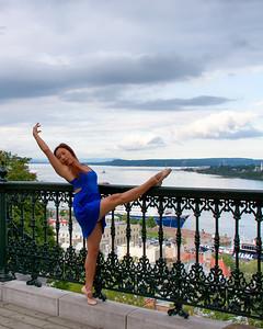 Ballerine dans les rues de la ville.