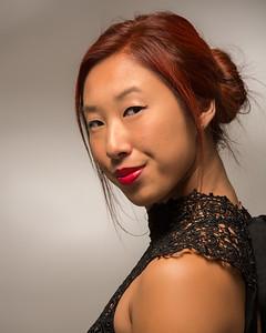 Jolie asiatique en robe chic.