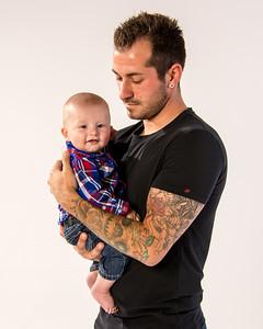 Portrait d'un jeune papa avec son fils.