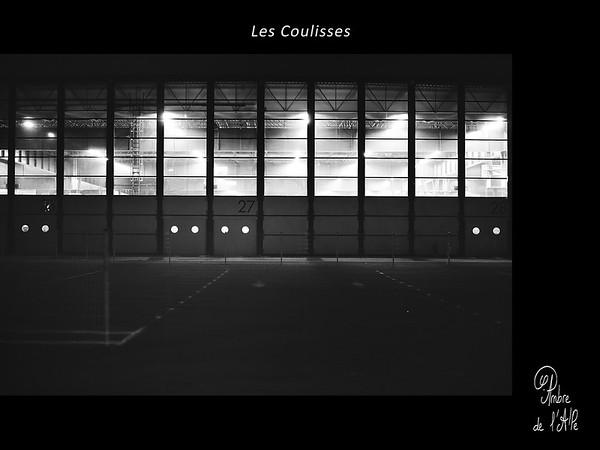 Les Coulisses.