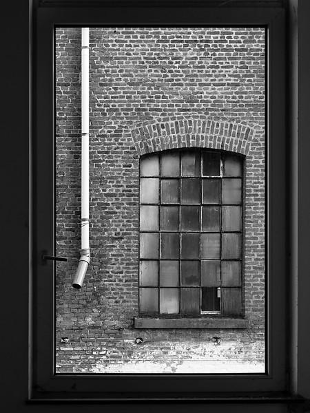 """<p><font size=""""4"""">Avec vue sur fenêtre </font></p> <p><font size=""""1"""">With view on window</font></p>"""