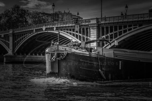 cargo sur la Seine | freighter on the Seine
