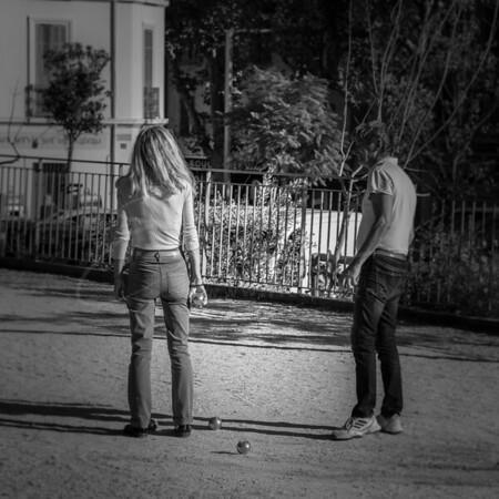 en jouant à la pétanque | playing Boule