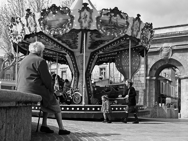 "<p><font size=""4"">Le carrousel des souvenirs </font></p> <p><font size=""1"">The carousel of memories</font></p>"